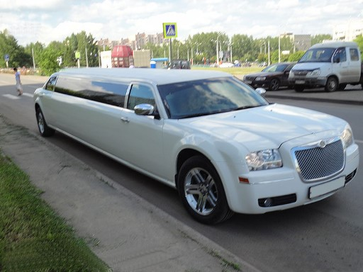 Chrysler C-300 белый